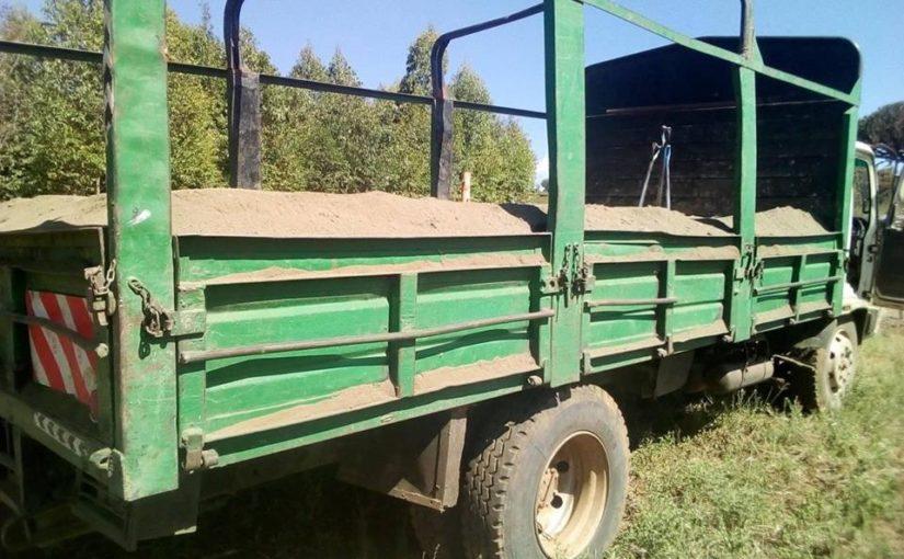 Το πρώτο φορτηγό με την άμμο έφτασε…